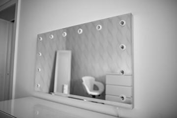 hollywood spiegel theaterspiegel spiegel mit gl hbirnen schminkspiegel mit licht. Black Bedroom Furniture Sets. Home Design Ideas