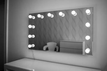 hollywood spiegel theaterspiegel spiegel mit gl hbirnen schminkspiegel. Black Bedroom Furniture Sets. Home Design Ideas